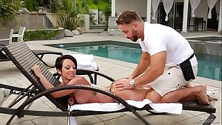 Fake masseur and a booty girl